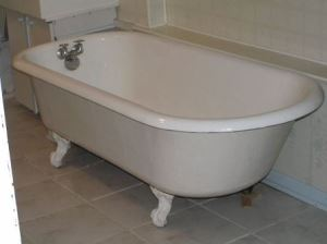 Clawfoot bathtub